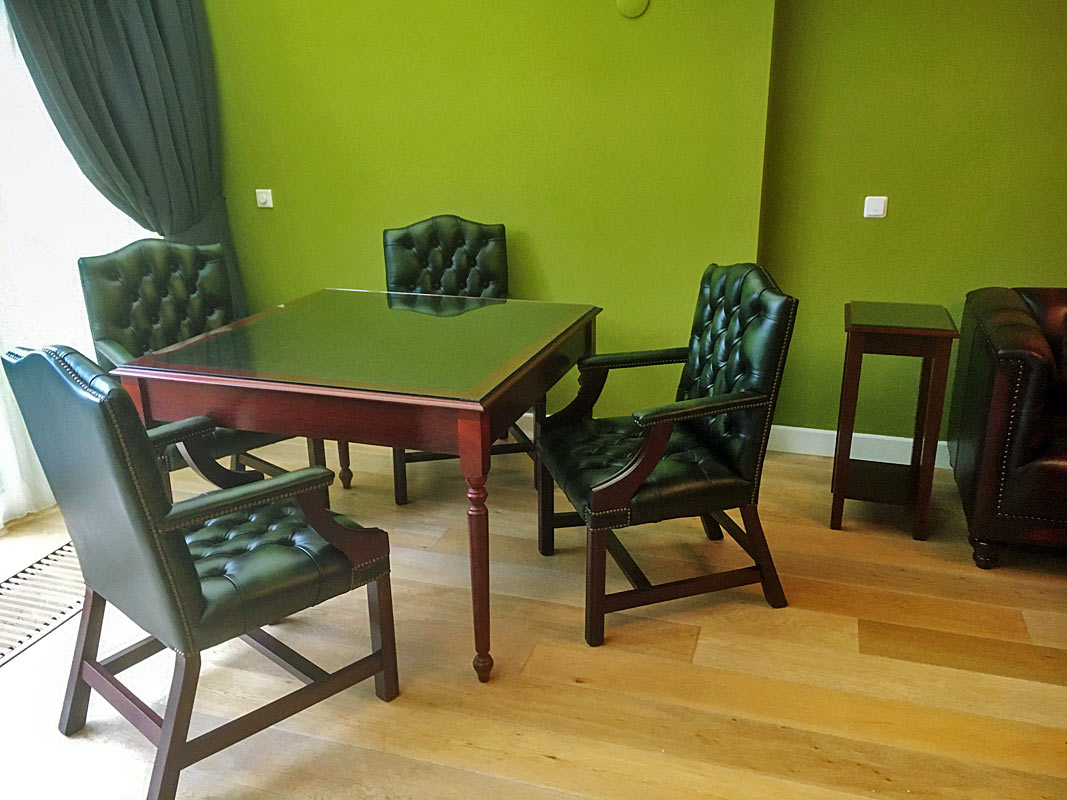 Gainsborough fixed leg chairs & op maat tafel