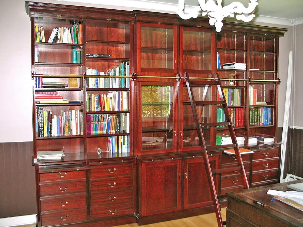 mahonie vitrinekast met ladder & verlichting