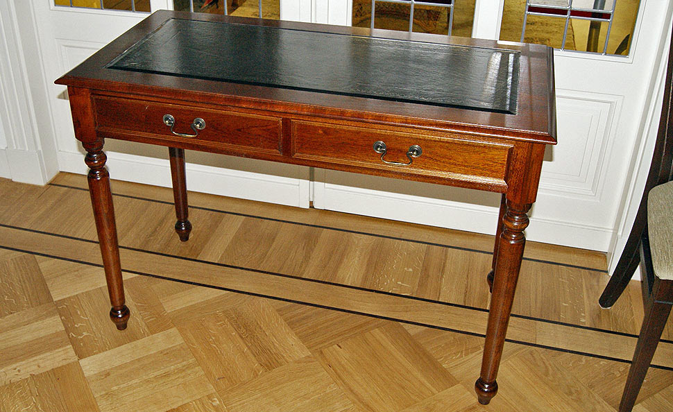 Small writing table with leather top