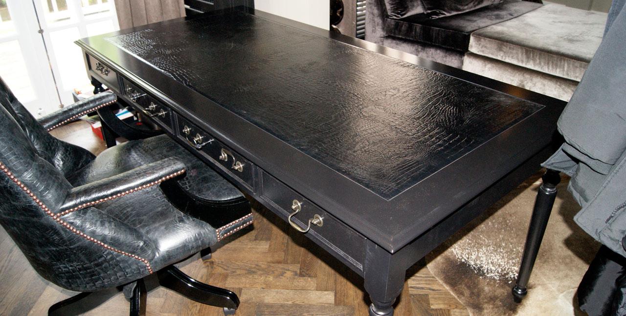 Zeta writing table